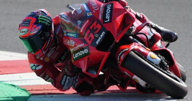 Ducati's Bagnaia holds off Quartararo in San Marino